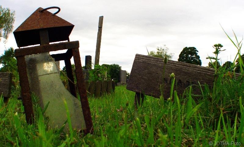 Grab eines namenlosen Knabens